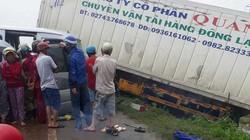 Kinh hoàng container đấu đầu xe khách, 9 người thương vong