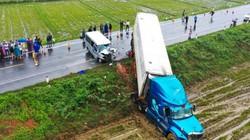 Vụ tông xe container 13 người thương vong: Xe khách chở các sư thầy đi dự lễ