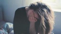 Sợ hãi khi nửa đêm bắt gặp vợ khóc lóc, làm điều đau lòng này
