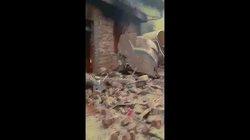 Video: Trung Quốc phóng tên lửa lên trời, nhà dân dưới đất vỡ tan hoang