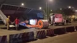 3 cuộn tôn hàng chục tấn đè xe tải, 2 vợ chồng thoát chết thần kỳ