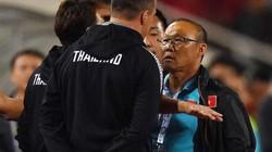 """FIFA """"lơ"""" vụ trợ lý HLV Thái Lan """"cà khịa"""" HLV Park Hang-seo"""