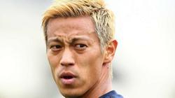 "U22 Campuchia thăng hoa nhờ... HLV ""online"" Keisuke Honda"