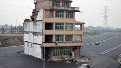 """Những ngôi nhà mọc """"vô duyên"""" giữa đường, có tiền cũng khó phá"""