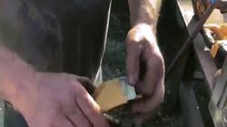 Video: Tìm thấy két sắt tại căn nhà bỏ hoang, mở ra thấy cả một kho của