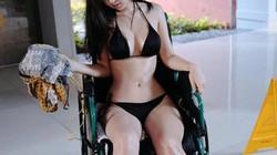Clip: Mỹ nữ ngồi xe lăn diện bikini bốc lửa khiến dân mạng dậy sóng