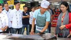 Xẻ thịt cá tra khổng lồ hơn 20 năm tuổi, bán giá 350.000 đồng/kg