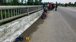 Nữ sinh 16 tuổi nghi để lại thư tuyệt mệnh cùng xe máy điện trên cầu rồi tự tử