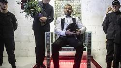 Chiếc ghế chứa đầy tiền trị giá 1 triệu USD của tỷ phú Nga gây choáng
