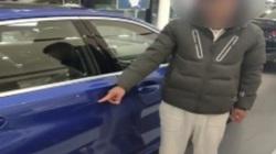 Muốn bố mua xe sang, thiếu gia dùng chìa khóa vạch xước xe BMW mới cứng cửa hàng