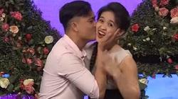"""Nữ gymer nhảy sexy, """"gạ"""" bạn trai hôn tới tấp ở Bạn muốn hẹn hò"""