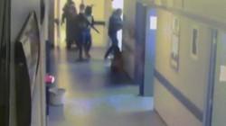 """Video: Băng đảng Mexico mang súng trường ngang nhiên vào bệnh viện bắt bệnh nhân đi """"xử"""""""