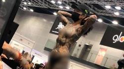 Nhiều cô gái bán khỏa thân ở triển lãm xăm, bộ trưởng Malaysia yêu cầu điều tra