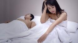 Buồn chồng yếu chuyện chăn gối, vợ lừa chồng uống thuốc kích thích và cái kết đắng