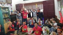 Đông đảo CĐV đổ bộ về nhà Quang Hải ăn mừng chiến thắng