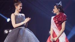 Ngọc Trinh trao vương miện Miss Showbiz cho Chi Pu