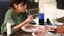 Gái trẻ TQ ăn một lúc hết cả con cừu HOT nhất tuần
