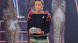 H'Hen Niê bật khóc nức nở trước khi trao vương miện cho tân Hoa hậu Hoàn vũ Việt Nam 2019