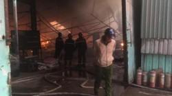 Công ty gỗ hàng nghìn mét vuông bị cháy rụi lúc rạng sáng