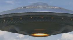 Hàng trăm người sốc khi thấy UFO khổng lồ trên bầu trời California