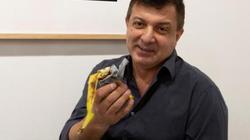Đói bụng, nghệ sĩ ăn ngấu nghiến tác phẩm trị giá 120.000 đô