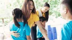 Hoa hậu Khánh Vân hướng dẫn catwalk cho các em nhỏ Mái ấm Hy vọng