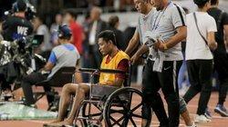"""""""Messi Indonesia"""" ngồi xe lăn ra sân nhận HCB SEA Games 30"""