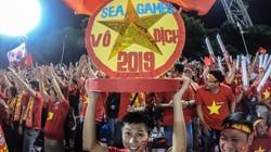 """CĐV Việt Nam đã """"nhuộm đỏ"""" SVĐ Rizal Memorial như thế nào?"""