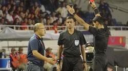 Báo Thái Lan tiết lộ lý do HLV Park Hang-seo phải nhận thẻ đỏ
