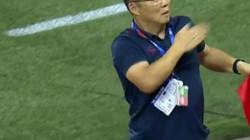 Ăn mừng đầy kiêu hãnh, HLV Park Hang-seo làm nức lòng NHM Việt Nam