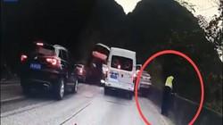 Video: Xe tải đâm hàng loạt ô tô, cảnh sát phản xạ nhanh như chớp mới toàn mạng