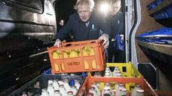 """Bị phóng viên đeo bám không rời, Thủ tướng Anh trốn vào """"tủ lạnh"""""""
