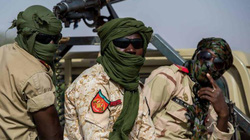 Bị khủng bố dùng đạn pháo, xe bom tấn công, 71 binh sĩ Niger thiệt mạng