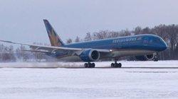 Máy bay hạ cánh khẩn cấp tại Ấn Độ cấp cứu cho hành khách