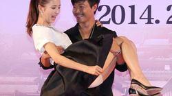 Dàn mỹ nữ Tân Cương gặp sự cố trang phục trên thảm đỏ