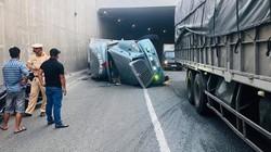 Xe container lật trong hầm chui, quốc lộ 51 tắc nghẽn