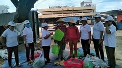 Phụ nữ Bình Định đua nhau xách giỏ nhựa đi chợ
