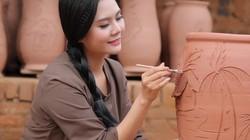 Quán quân Sao Mai Lương Nguyệt Anh trổ tài vẽ trên gốm trong MV về quê hương quan họ