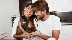 Kiếm được bạn gái xinh như mộng nhờ chăm ảnh mèo lên mạng
