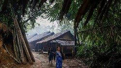 Bộ lạc Indonesia cự tuyệt mọi công nghệ hiện đại, sống như thời nguyên thủy