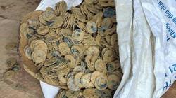 Đào móng nhà phát hiện 3 hũ tiền hơn 100kg