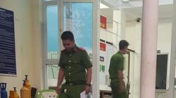 Cha dượng dọa ném con riêng của vợ xuống sông Sài Gòn