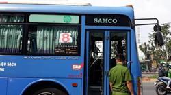 """""""Giang hồ"""" chặn xe buýt đập phá khiến nhiều người hoảng sợ"""