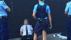 """""""Ngứa tay"""" sờ phần nhạy cảm của nữ cảnh sát, nam du khách phải ra hầu tòa"""