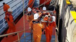 Cứu ngư dân gặp nạn gần quần đảo Hoàng Sa