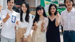 """Dàn sao phim """"Mắt biếc"""" gây náo loạn đường phố Sài Gòn"""