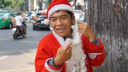 Ông già Noel 4 ngày kiếm được 190.000 đồng, tối ngủ vỉa hè