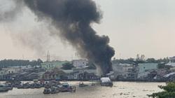 Cần Thơ: Cháy lớn, cột khói bốc lên nghi ngút cạnh chợ nổi Cái Răng
