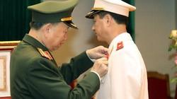 Tướng Nguyễn Duy Ngọc nhận phần thưởng cao quý của Chủ tịch nước