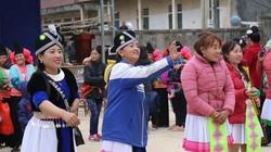 Đang Tết cổ truyền của người Mông đấy, lên Sơn La xem bắt vịt